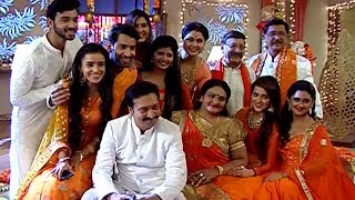 In Ek Shringaar-Swabhiman's upcoming episodes, we will that celebration is going on where the entire family is enjoying and playing musical chair game.Subscribe To Telly Firki:►http://goo.gl/NnCnn4
