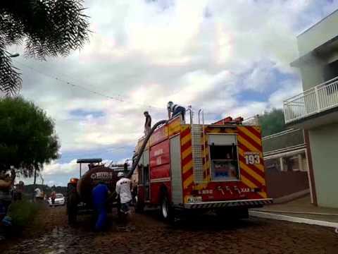 Combate a incêndio no Bairro Guarani em Xaxim