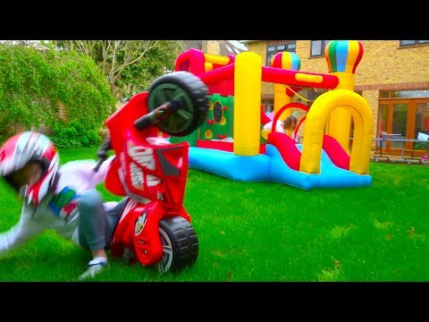 Макс и Катя не поделили игрушки - Naughty children (видео)