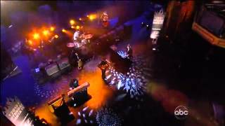Vampire Weekend - Unbelievers (On Jimmy Kimmel) (Live) lyrics (Spanish translation). | Got a little soul