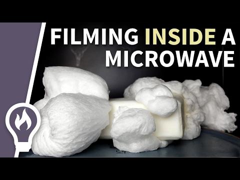 Δείτε τι γίνεται αν βάλουμε σαπούνι μέσα σε φούρνο μικροκυμάτων