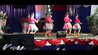Fresno Hmong International New Year 2013 Dance Competition Round 3 - Nkauj Hmoob Tiaj Rhawv Zeb