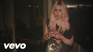 Amelia Lily videoklipp Party Over