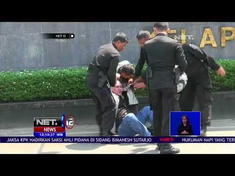 Download Video Usai Tragedi Mako Brimob, Seorang Pria Mengaku Wartawan Diamankan Petugas - NET 12
