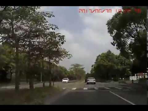 「超恐怖車禍」 汽車逆向飛上天空迎面撞上!