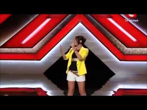 Une Fille Ukrainienne Chante comme Mariah Carey