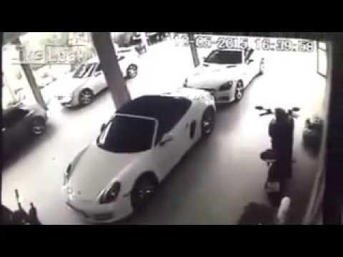 【變態】看到名貴跑車Porsche起「色心」?竟然對跑車......