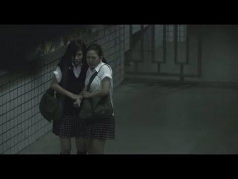 校園驚見不思議事件,正妹同學嚇到腿軟!