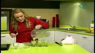 Guia de Remedios Naturales VISITE: http://tinyurl.com/GuiaRemediosNaturales Ingredientes: 1 penca de nopal 1 vara de apio 2 rebanadas de piña 1tz. De jugo ...