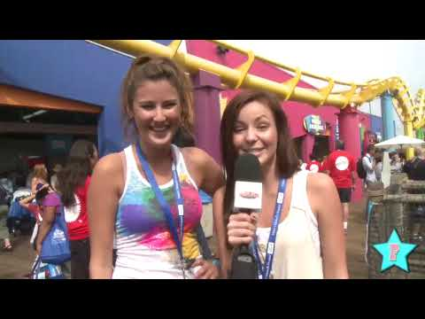 Samantha Droke Meets Her Fans at the Party on the Pier!
