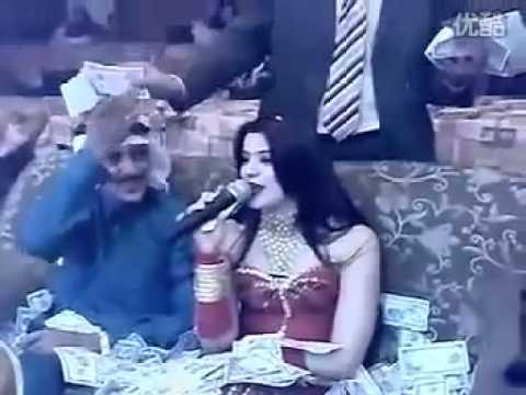 Đại gia Ả rập tung tiền như rác tại karaoke