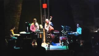 Video Jaroslav Šimíček Quartet -Ježek v kleci drums solo