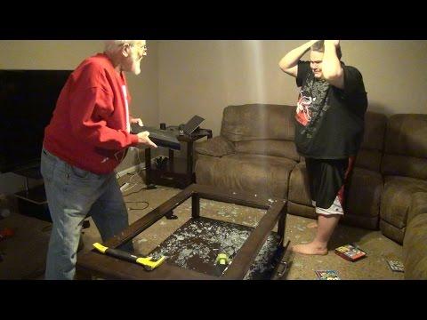 angry grandpa - nonno arrabbiato distrugge playstation 4