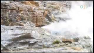 渓谷の谷底から吹き上げる白煙 ~小安峡大噴湯~