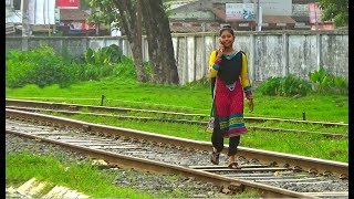 Video Don't use mobile phone while walking in rail line / Be care full & Save your life MP3, 3GP, MP4, WEBM, AVI, FLV September 2018