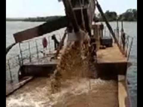comandante BELEZA na extraçao de areia no rio grande proximo a fosfertil.