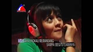 Mencari Mangsa - Endang (Dangdut House)
