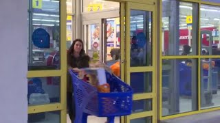 "Video Why Toys ""R"" Us is closing 180 stores MP3, 3GP, MP4, WEBM, AVI, FLV Maret 2018"