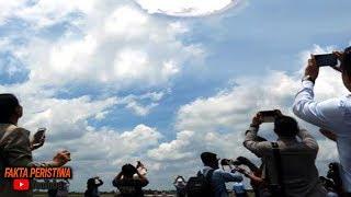Video Kerumunan Orang Ketakutan! Terekam Jelas!! Tiba-tiba Di Langit Muncul Fenomena Tanda Kiamat! MP3, 3GP, MP4, WEBM, AVI, FLV Mei 2019