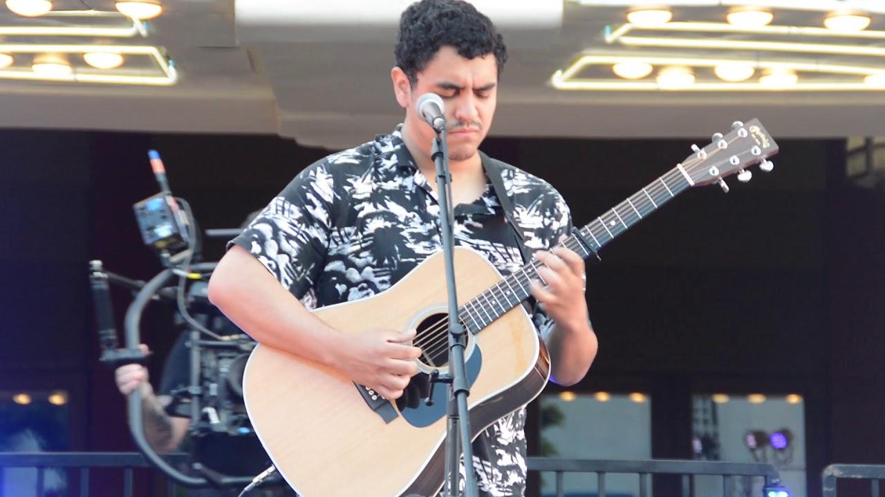 Alejandro Aranda  New Guitar song at fox theater ( up close view ) 4k American Idol 5/14/2019
