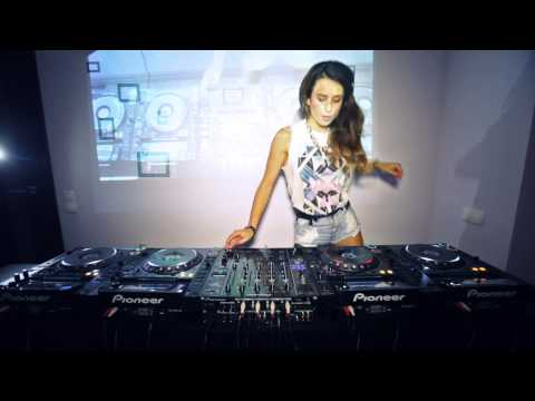 Juicy M - Mixing on 4 CDJs vol.2