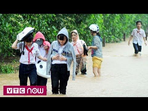 Lũ dâng cao, hơn 5.000 học sinh khó đến trường | VTC1 - Thời lượng: 59 giây.