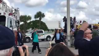 Lake Worth (FL) United States  City new picture : Hillary has trouble mounting a single step in Lake Worth, Florida