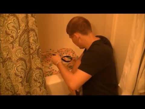 YouTube: hombre comía cereales de su bañera hasta que...