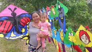 Balita Lucu Beli Layang Layang - paman penjual layangan di pinggir jalan - Rainbow butterfly kite