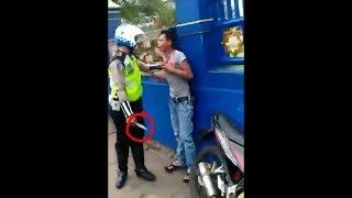 Video Preman ini nekad ngajak duel Pak polisi MP3, 3GP, MP4, WEBM, AVI, FLV Juni 2018