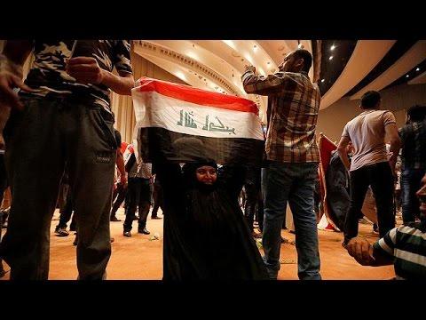 Ιράκ: Σε κατάσταση εκτάκτου ανάγκης η Βαγδάτη- Εισβολή διαδηλωτών στο κοινοβούλιο
