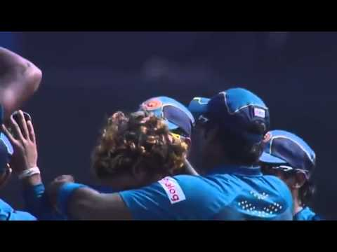 Maharoof takes Shane warne apart - 27 runs in the over!