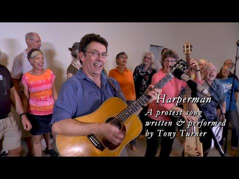Video - Σε διαθεσιμότητα επειδή έγραψε τραγούδι κατά του πρωθυπουργού