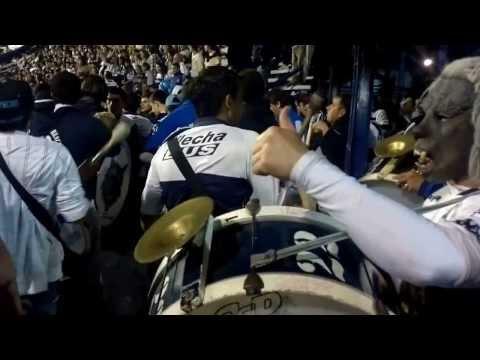 la banda de la 22 - en la puerta y entrando 7/10/2013 - La Banda de Fierro 22 - Gimnasia y Esgrima