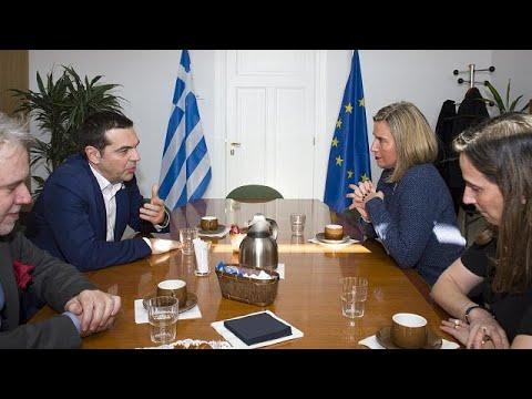 Οι επαφές Τσίπρα για εθνικά θέματα και οικονομία
