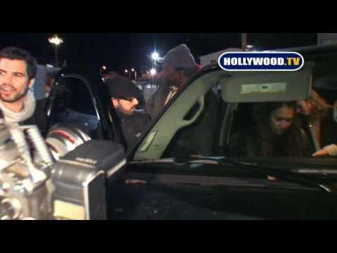 Paparazzi Break Mirror on Jessica Alba's Car
