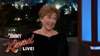 Video Jimmy Kimmel Embarrasses Annette Bening with Miami Vice Clip MP3, 3GP, MP4, WEBM, AVI, FLV Juli 2018