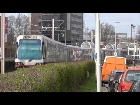 Kruising RET Metro's bij Alexandrium Rotterdam