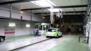 Time-lapse preparación crash test Mitsubishi i-Miev