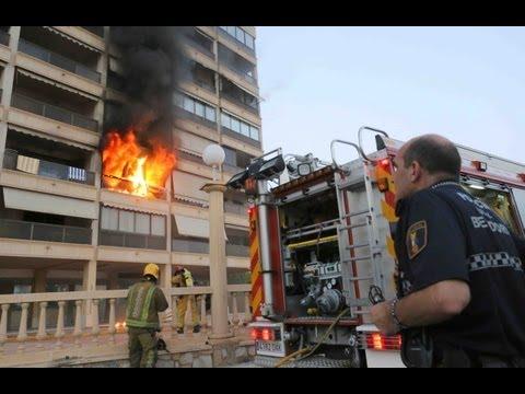 Incendio en Finestrat.Bomberos de Benidorm en acción.