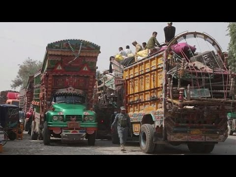 Ο επαναπατρισμός από το Πακιστάν 500.000 Αφγανών προσφύγων