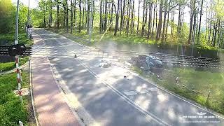 Przy 130 km/h wjechał w słup na przejeździe kolejowym w Żabieńcu
