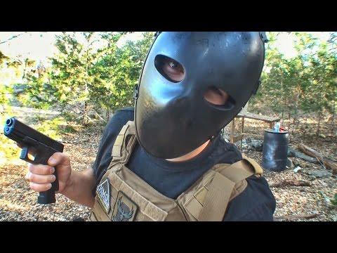 Кевларовую маску спецназа расстреляли из разных стволов