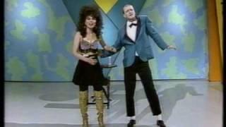 Video Hey Hey It's Saturday - Norman Gunston & Effie. MP3, 3GP, MP4, WEBM, AVI, FLV Oktober 2018
