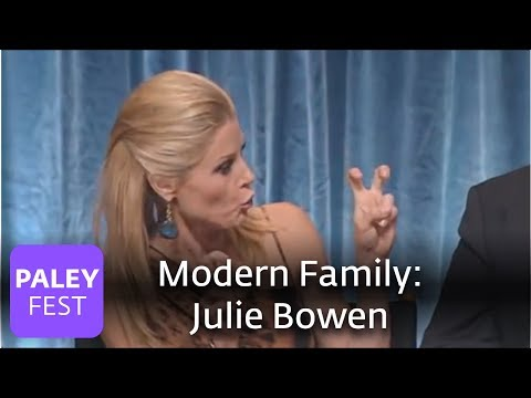 modern family - Cast member Julie Bowen (Claire Dunphy) explains how she was pranked and Sarah Hyland (Hayley Dunphy) and Ariel Winter (Alex Dunphy) discuss their sisterly o...