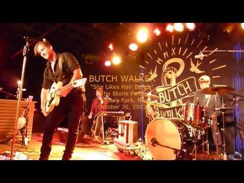 Tekst piosenki Butch Walker - She likes hair bands po polsku
