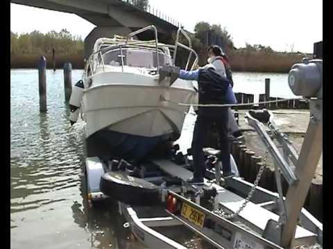 SAVER - varo e alaggio della barca saver 620 del mio amico Adriano e Anna, sullo scivolo in terra battuta a Mazarak in località Brussa e visita ai casoni nella lagun...