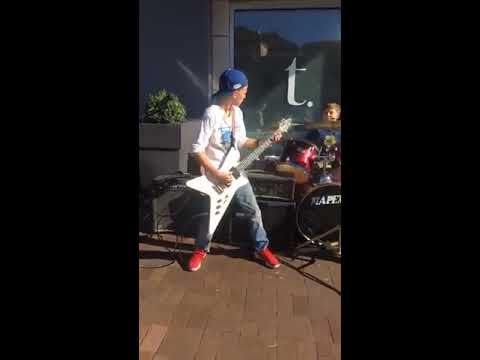 Дети играют Metallica
