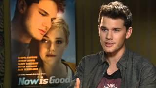 Nonton Jeremy Irvine On Dakota Fanning S British Accent In Now Is Good Film Subtitle Indonesia Streaming Movie Download