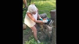 Babcia z ogromnym fartem ścina drzewo. O mało nie zeszła z tego świata